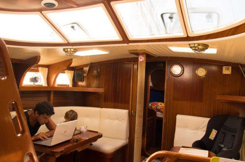 sailboat live aboard